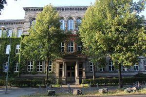 800px-Max-Planck-Gymnasium_Göttingen_Hauptgebäude
